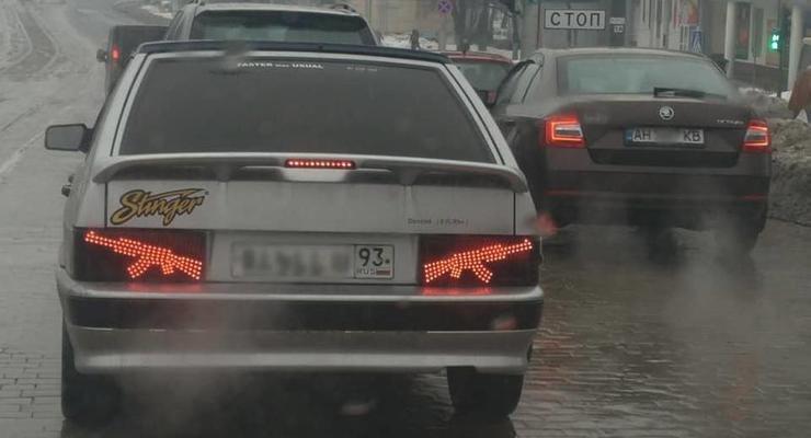 В Донецке засняли авто с фарами в форме автомата Калашникова