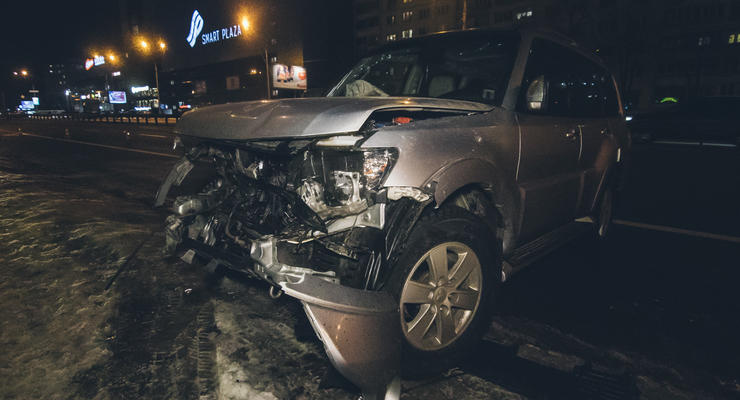 """В Киеве Mitsubishi попало в жесткое """"ледяное"""" ДТП - есть пострадавший"""