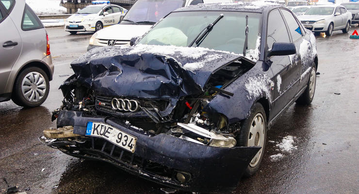 Отказали тормоза: В Киеве на Выдубичах Audi жестко протаранил Hyundai