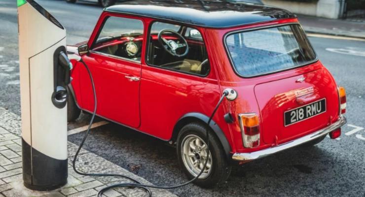 Легендарный автомобиль Mini возродили в виде милейших электрокаров