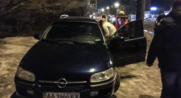 В Киеве на Броварском проспекте Land Cruiser сбил водителя Opel