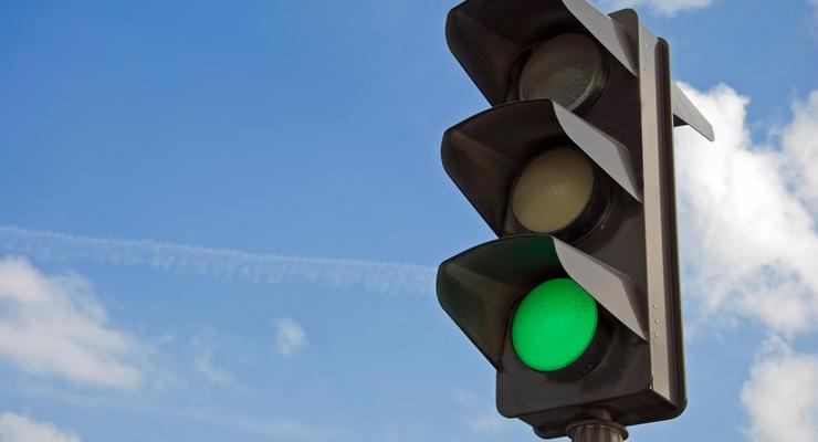 """Поймай волну: В Audi объяснили, как всегда ездить на """"зеленый"""""""