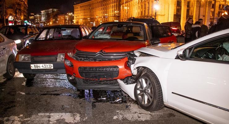 Жесткое ДТП на Майдане: Неуправляемый Volkswagen разбил 6 автомобилей