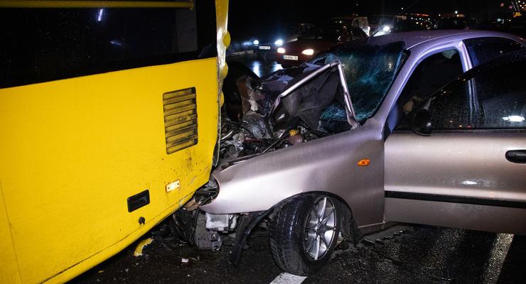 В Киеве на Лесном Daewoo протаранил троллейбус с пассажирами - один погибший