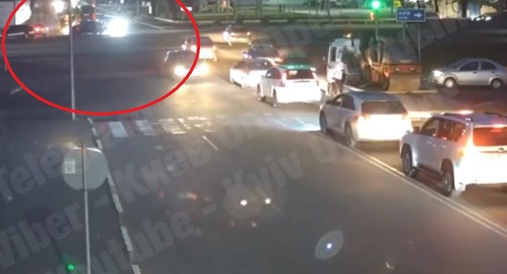 """Появилось видео очередного ДТП возле """"проклятого светофора"""" под Киевом"""