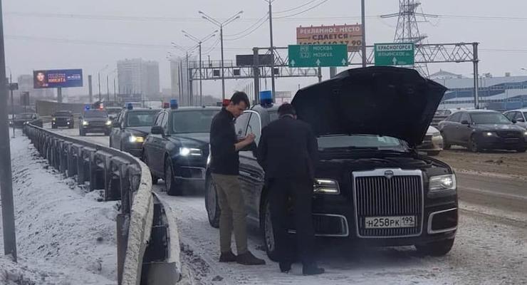 Рекламируемый Путиным лимузин Aurus сломался посреди дороги