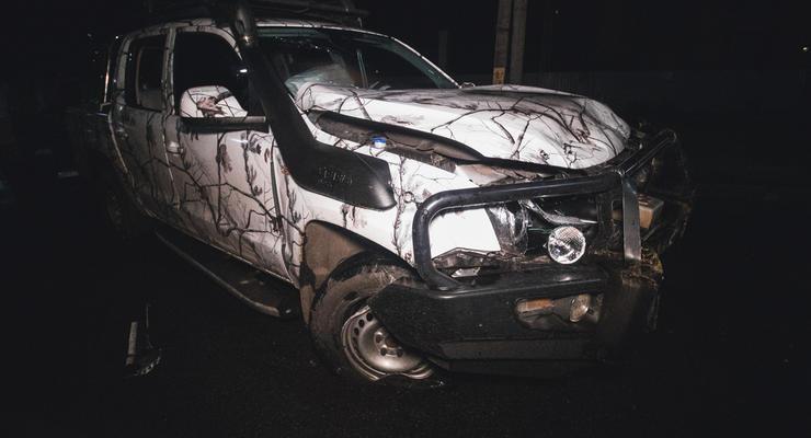 Под Киевом пьяный водитель протаранил забор и вылетел через лобовое стекло