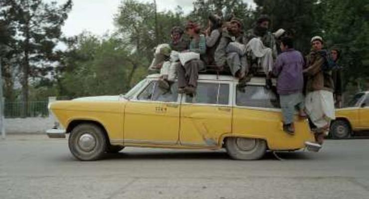"Автомобили ""Волга"" в роли такси в Афганистане - фото сумасшедшей эксплуатации"