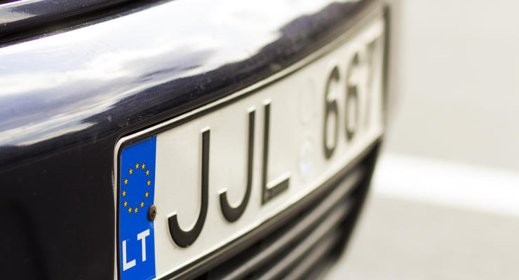 Драконовские штрафы, которыми пугали владельцев евроблях, могут отсрочить на полгода