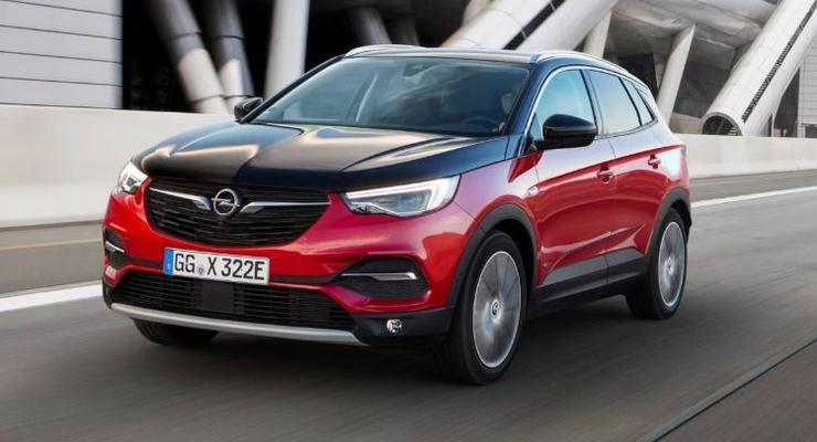 Всего 2,2 литра на 100 км: Появились характеристики нового кроссовера Opel