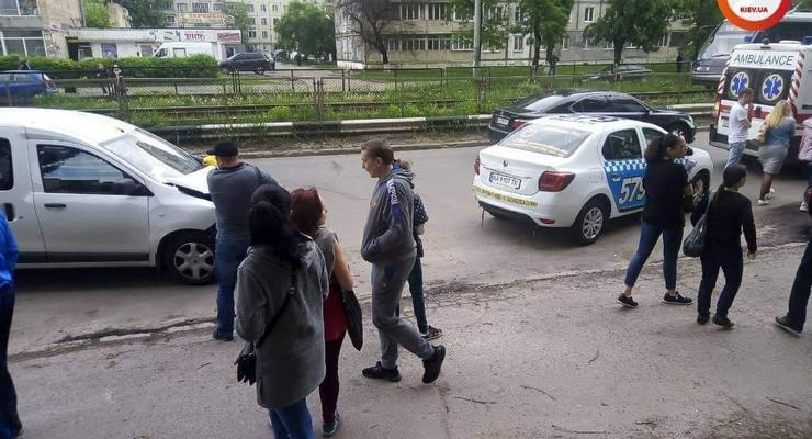 В Киеве произошло жесткое ДТП из-за перебегавшей дорогу школьницы