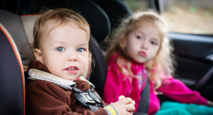 Перевозка детей без автокресла может стоить лишения прав на 3 года