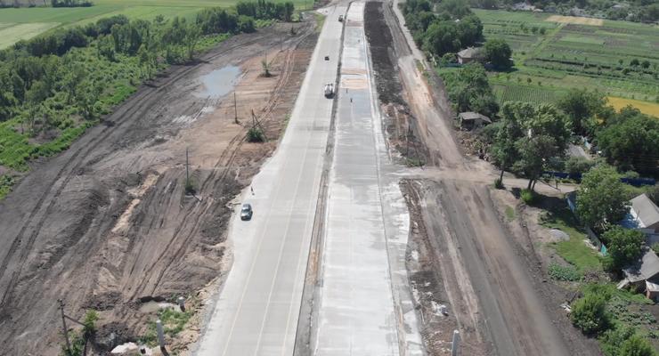 Новенькое бетонное шосе на Полтавщине показали с высоты птичьего полета