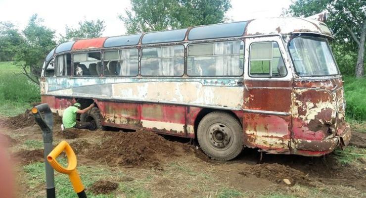 """В Латвии обнаружили редчайший украинский автобус ЛАЗ-697 """"Турист"""""""