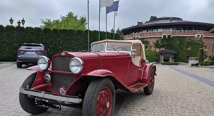 Во Львове выставили на продажу роскошный спорткар Opel 30-х годов