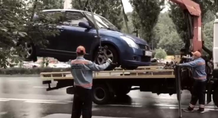 Сколько времени нужно, чтобы эвакуировать машину в центре Киева - видео