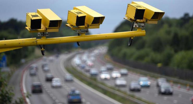 Камера фотофиксации нарушений выписала сотни штрафов честным водителям