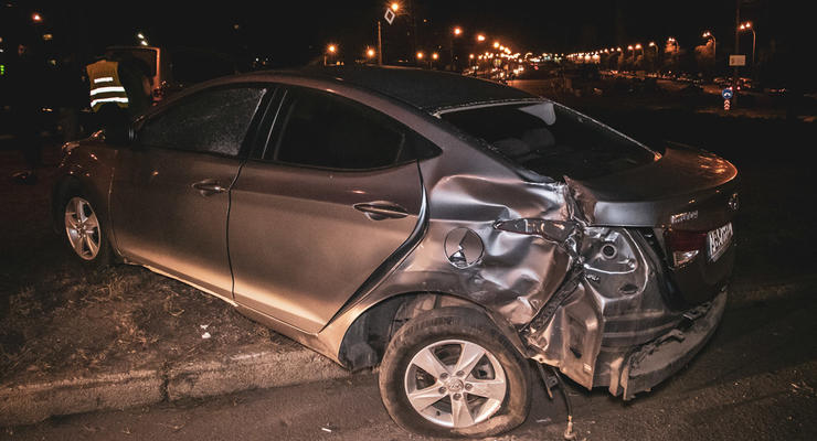 В Киеве Volkswagen протаранил Hyundai - девушка водителя заявила, что была за рулем