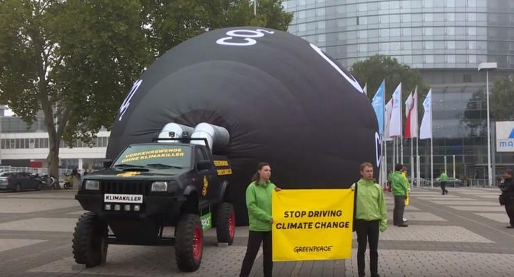 Протесты на Франкфуртском автосалоне: Гринпис требует запретить кроссоверы