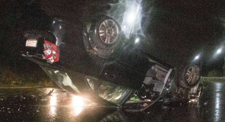 В Киеве Kia подрезал и перевернул на крышу Chevrolet