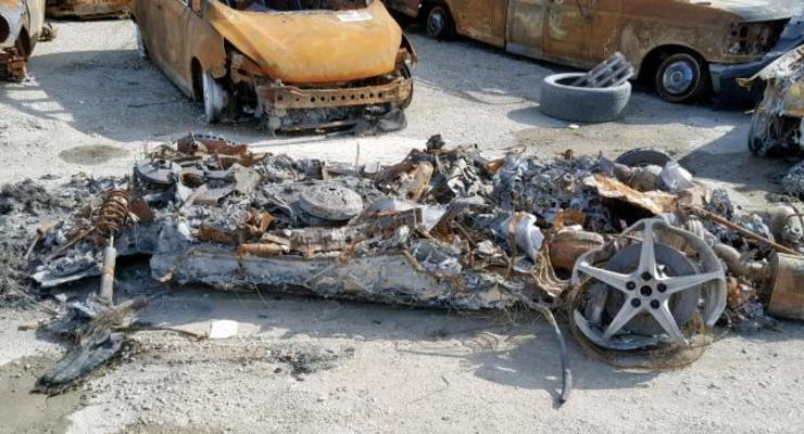 Владелец сгоревшего спорткара Ferrari выставил на продажу его пепел
