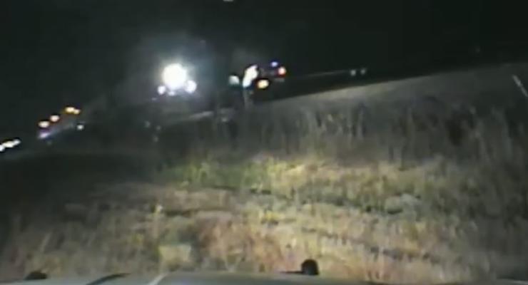 Невероятное спасение: Полицейский США спас человека за секунду до жуткой смерти
