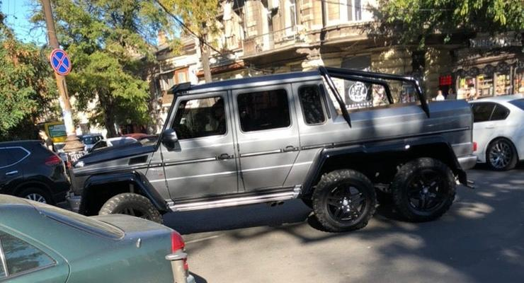 На узких улочках Одессы засняли роскошный 6-колесный Mercedes G63 AMG