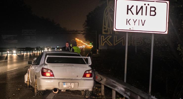 """На Одесской трассе возле знака """"Киев"""" Subaru сбил насмерть перебегающего дорогу"""