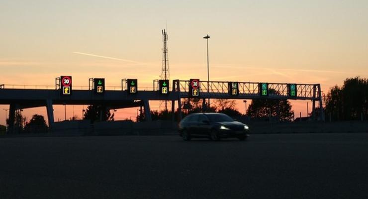 За проезд по некоторым дорогам в Украине могут начать брать деньги