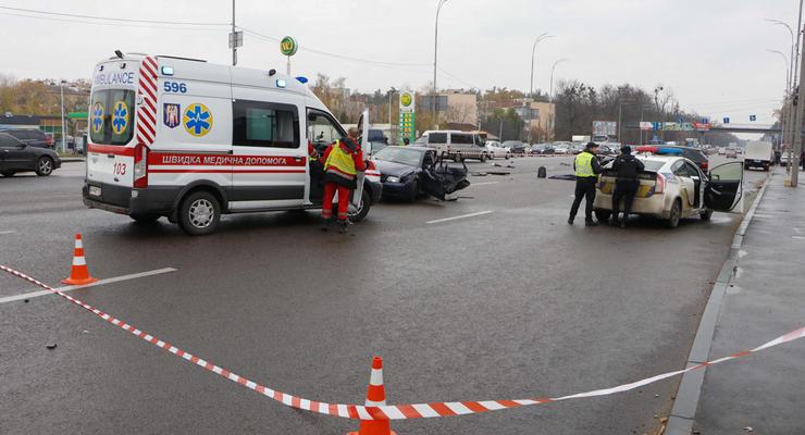 В Киеве возле Lavina Mall Audi на встречке протаранила BMW - двое погибших