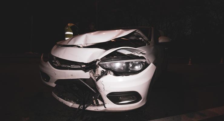 В Киеве два пьяных парня на Honda пытались спрятаться на парковке после ДТП