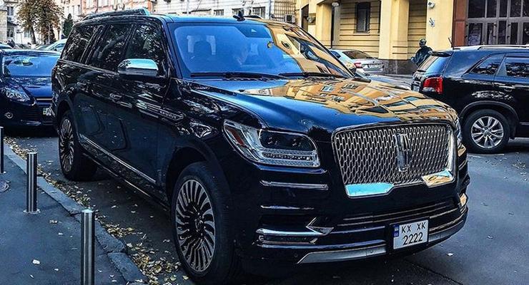 В Киеве засветился уникальный американский внедорожник Lincoln Navigator 2019