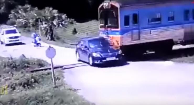 Аварии на железнодорожном переезде: Пятничная автоподборка #43