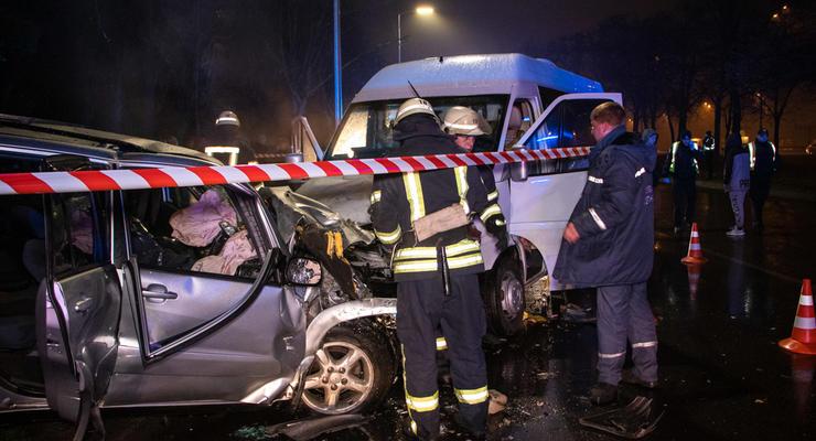 Лобовое ДТП с маршруткой в Киеве: Два погибших, восемь пострадавших
