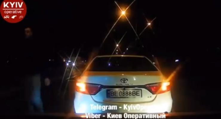 VIP-нарушитель в Киеве устраивал разборки на дороге - видео