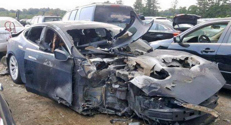 Неожиданные проблемы: Житель Австрии не может избавиться от автомобиля Tesla