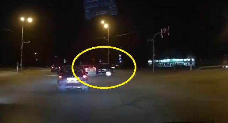 Проехал на красный?: Появилось видео столкновения Audi и Chevrolet в Киеве