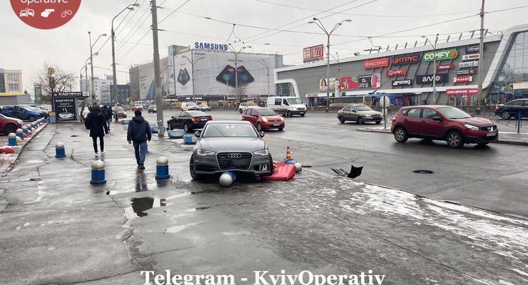 """В Киеве на """"Почайной"""" столкнулись Daewoo, Lexus и Audi"""