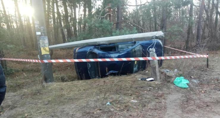 В Киевской области легковушка сбила двоих детей и протаранила столб