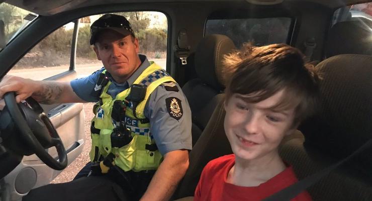12-летний австралийский мальчик спасся от лесного пожара за рулем пикапа