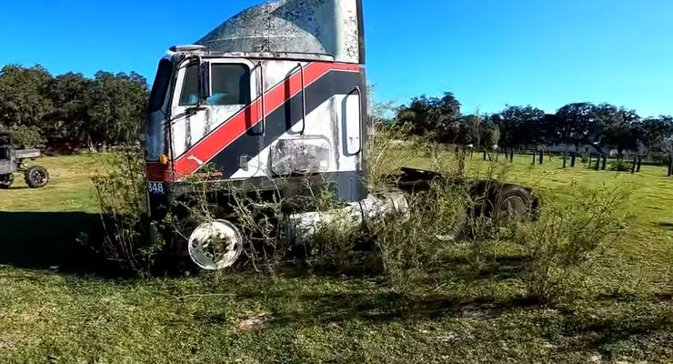 Заведется ли простоявший под открытым небом 21 год грузовик - видеоэксперимент