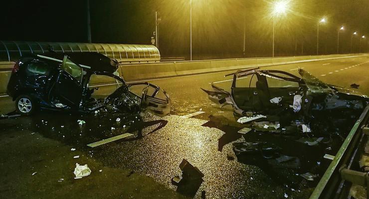 Родился в рубашке: Под Киевом автомобиль Renault буквально разорвало пополам