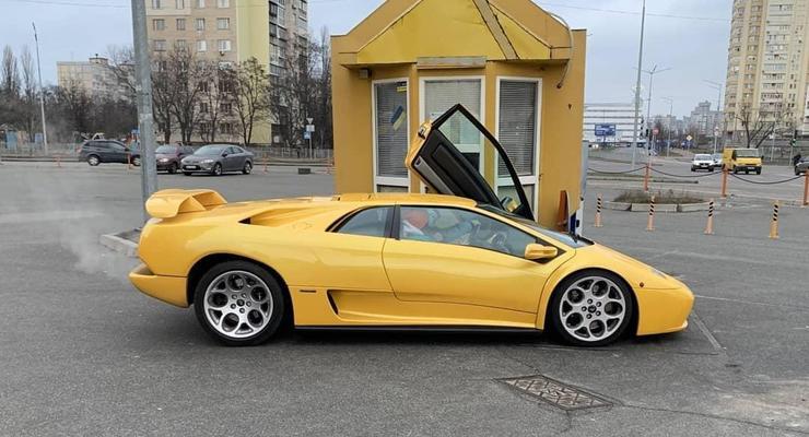 В Киеве посреди зимы засветился роскошный суперкар Lamborghini