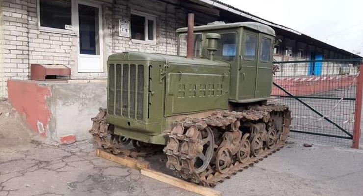 В запорожском музее техники появился легендарный трактор