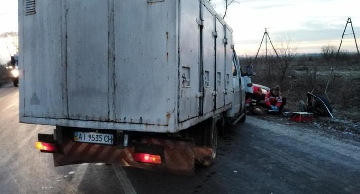 """В Киевской области Opel вылетел на встречку и протаранил """"Газель"""" - погибла девушка"""