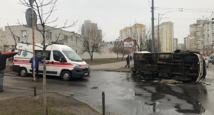 """Стрелка на 110 км в час: В Киеве Opel протаранил Subaru и """"Газель"""""""