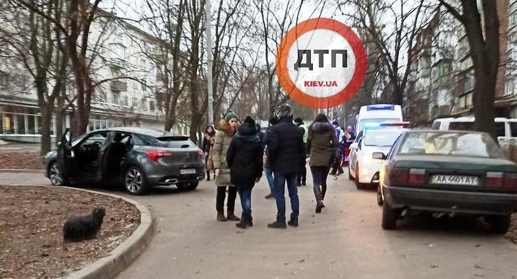 В Киеве во дворе дома на высокой скорости жестко сбили человека
