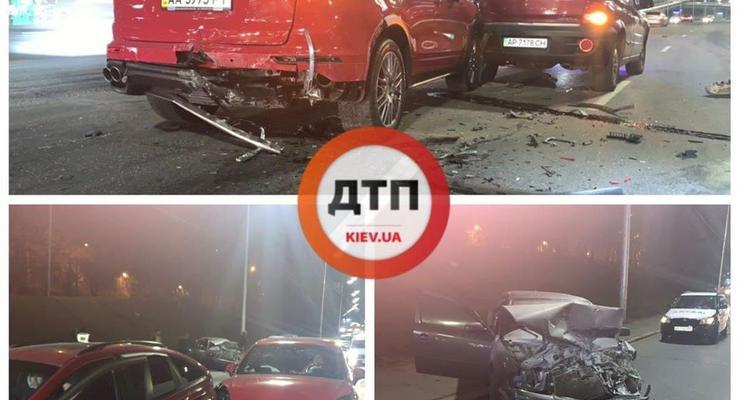 На Набережном шоссе в Киеве столкнулись сразу три авто