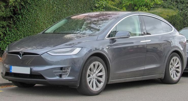 Машины Tesla обвиняют в самостоятельном ускорении, которое приводит к ДТП