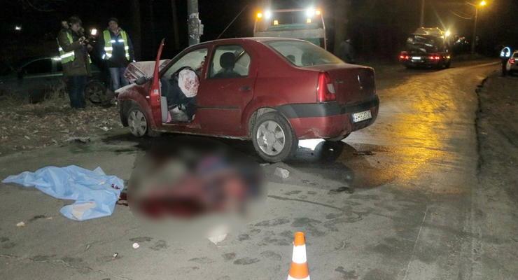 Лобовое ДТП под Киевом: Dacia врезалась в KIA и загорелась - один погибший